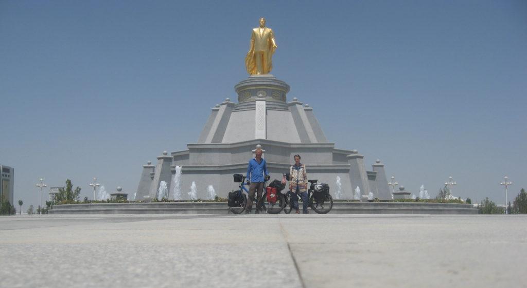 Turkmenbashi statue