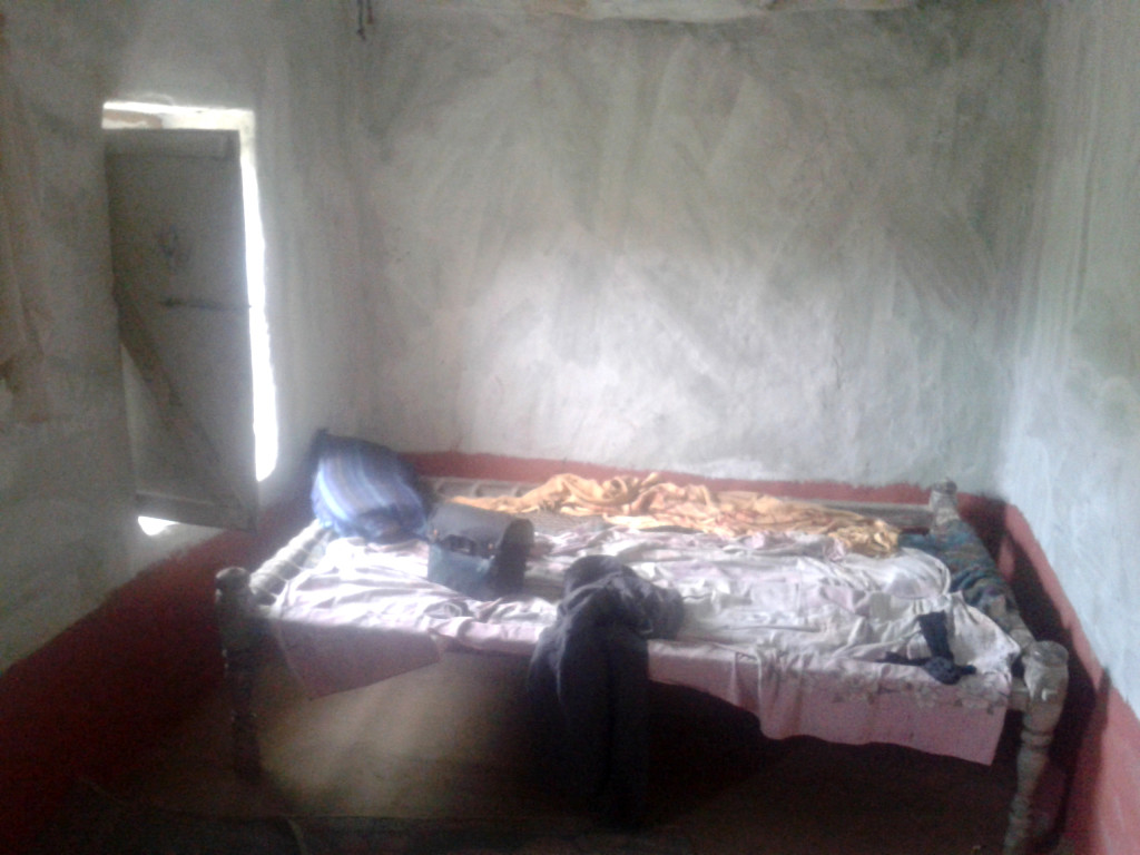200 Rupees (2 Euro) for this simpe room in a clay wall house