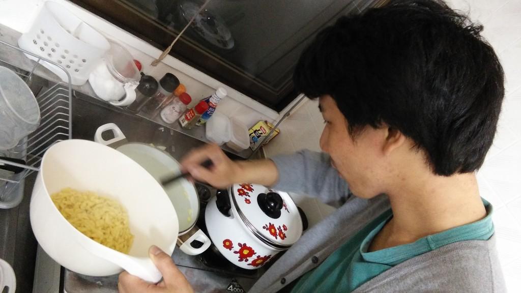 Aki making Spätzle