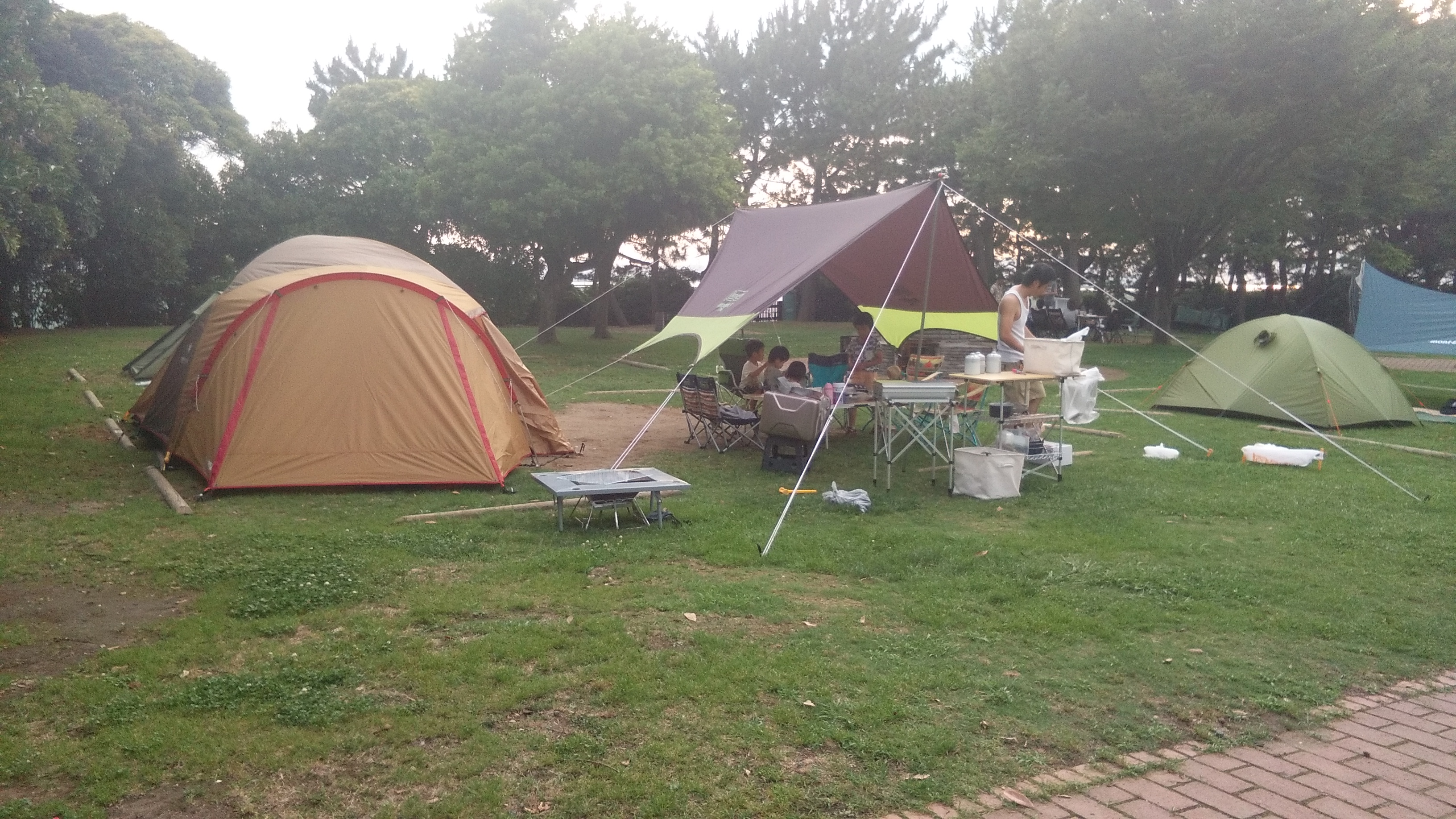 Japanese way of camping - bring your own house